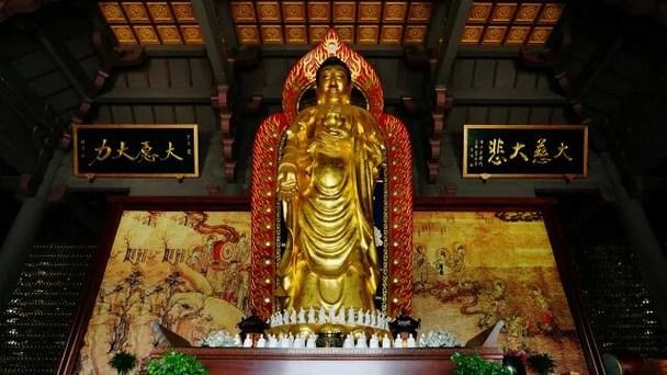 于此万分悲苦之时,若遇通晓净土念佛法门之善知识,不仅能为临终者善巧